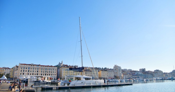 Hire Catamaran with or without skipper Lagoon Old Port of Marseille