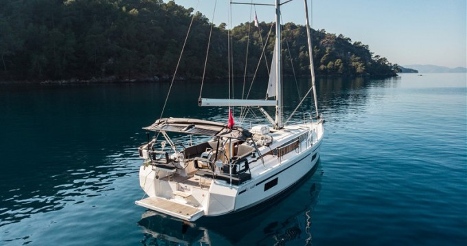 Boat rental Bavaria Bavaria C42 in Fethiye on Samboat