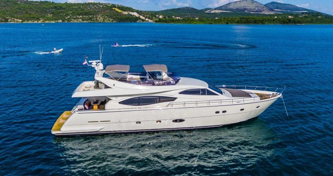Rental Motorboat in Seget Donji - Ferretti Ferretti Yachts 760