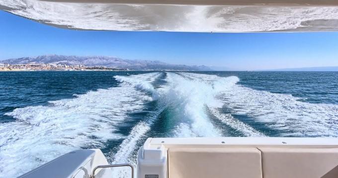 Rental yacht Split - Ferretti Ferretti Yachts 620 on SamBoat