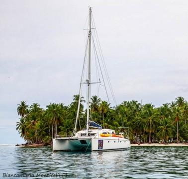 Catamaran for rent Corazón de Jesús Island at the best price