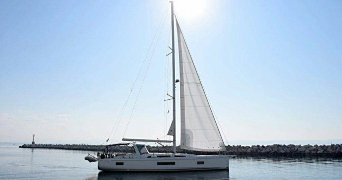 Hire Sailboat with or without skipper Bénéteau Sami