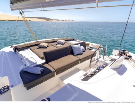 Boat rental Marsh Harbour cheap Lagoon 46
