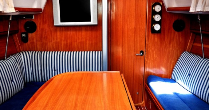 Rental yacht Izola - Bavaria Bavaria 33 Cruiser on SamBoat