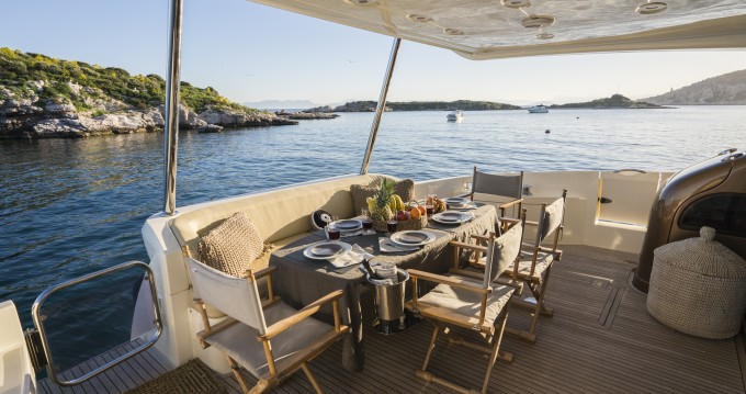 Rental yacht Alimos - Azimut Azimut 68 - 4 + 1 cab. on SamBoat