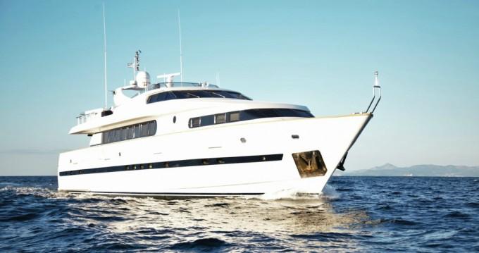 Rental yacht Alimos - Bugari Bugari 100 - 5 + 2 cab. on SamBoat