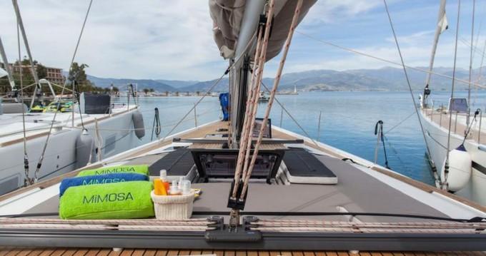 Boat rental Dufour Dufour 560 GL - 3 + 1 cab. in Alimos on Samboat