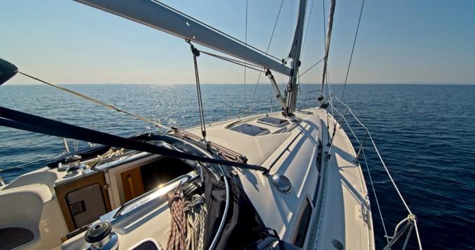 Boat rental Bavaria Bavaria 35 Cruiser in Murter on Samboat