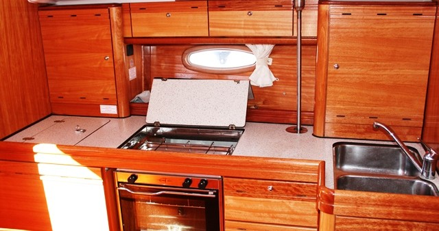 Rental Sailboat in Seget Donji - Bavaria Bavaria 39 Cruiser