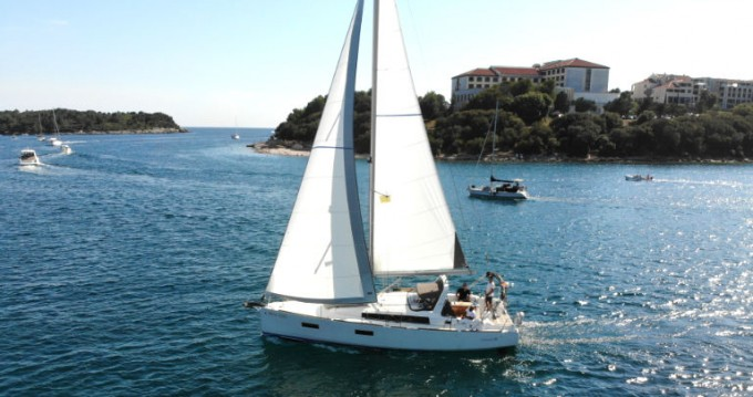 Bénéteau Oceanis 38 between personal and professional Pula