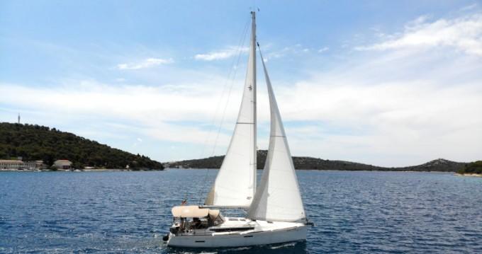 Rental Sailboat in Rogoznica - Jeanneau Sun Odyssey 389