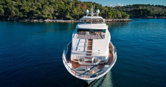 Boat rental Split cheap Benetti Delfino 93