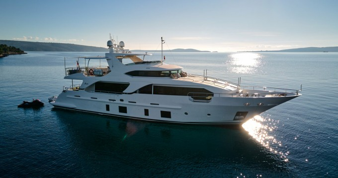 Rental Motorboat Benetti with a permit