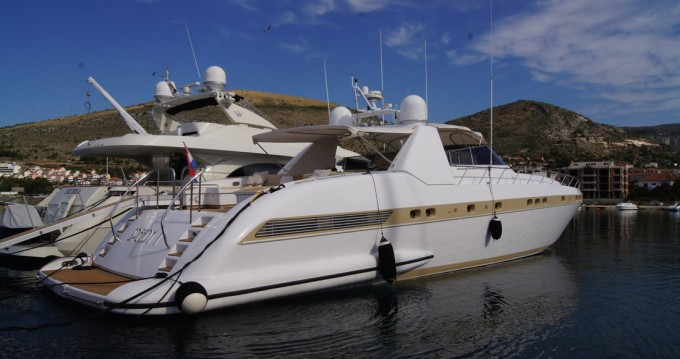 Rental Yacht Overmarine with a permit