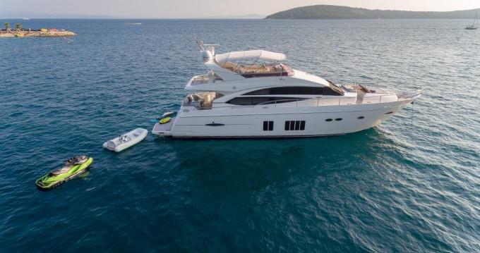 Boat rental Podstrana cheap Princess 72 Flybridge - 4 + 1 cab.