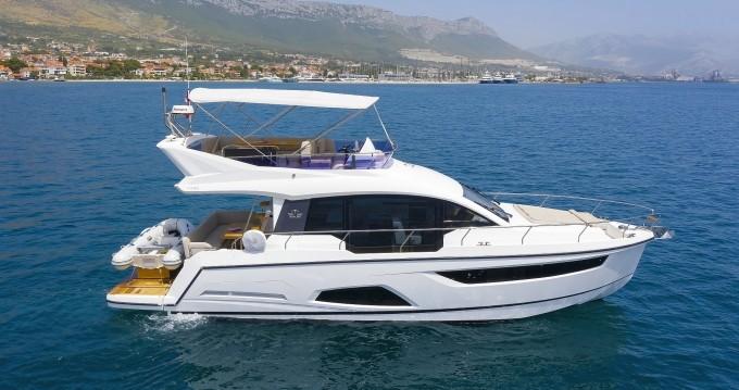 Rental yacht Kaštela - Sealine Sealine F430 on SamBoat