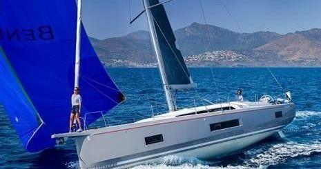 Boat rental Bénéteau Oceanis 46.1 in Alimos on Samboat