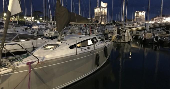 Boat rental La Rochelle cheap Maxus Evo 24 Prestige +