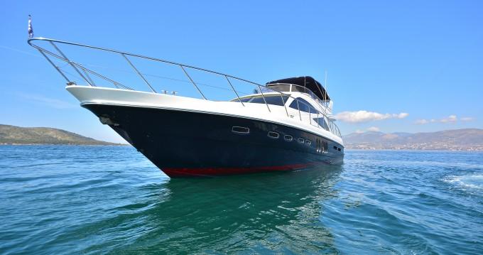 Boat rental Sealine Sealine T60 in Alimos on Samboat