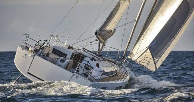 Boat rental Jeanneau Sun Odyssey 440 in Alimos on Samboat