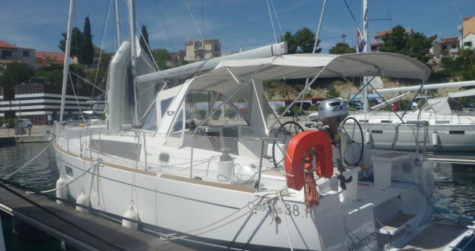 Boat rental Bénéteau Oceanis 38 in Šibenik on Samboat