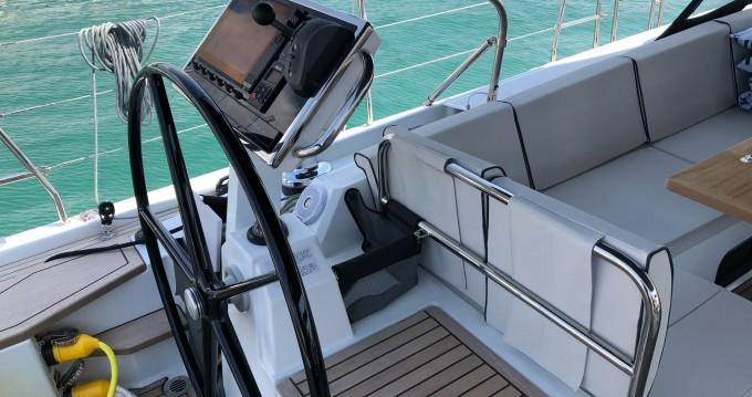 Boat rental Bénéteau Oceanis Yacht 62 in Seget Donji on Samboat