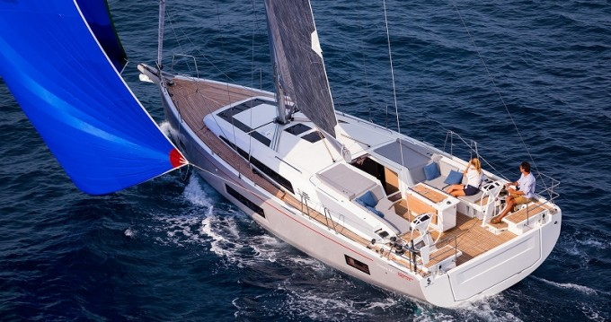 Hire Sailboat with or without skipper Bénéteau Komolac