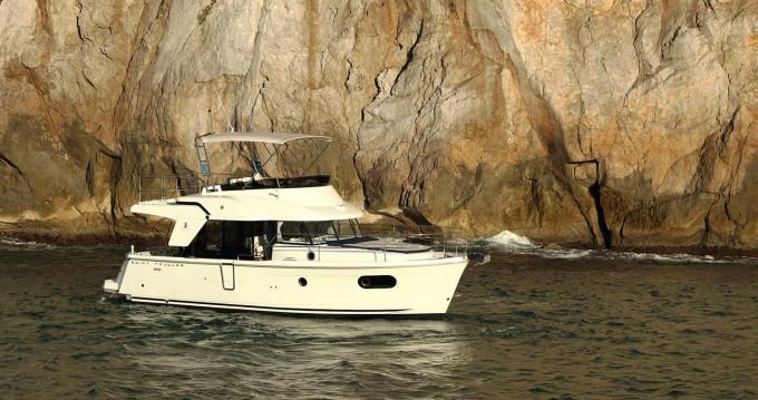 Rent a Bénéteau Swift Trawler 35 Biograd na Moru