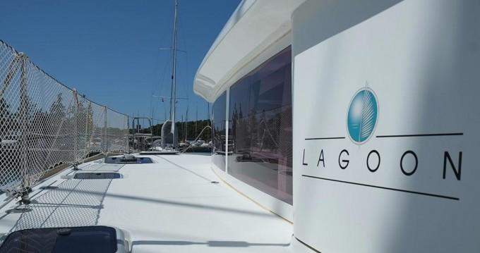 Boat rental Lagoon Lagoon 400 S2 in Pula on Samboat