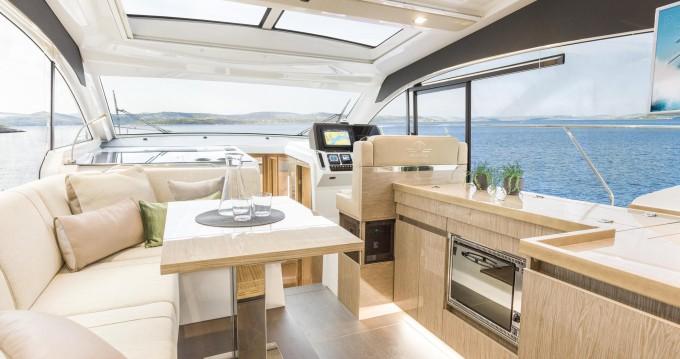 Rental yacht Pula - Sealine Sealine C390 on SamBoat