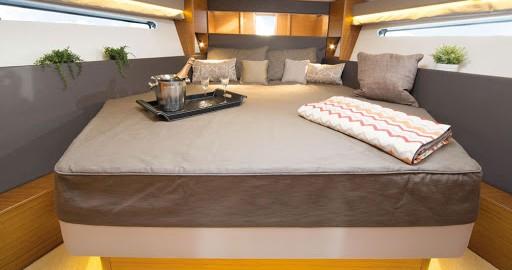 Boat rental Bavaria Bavaria S40 Coupe in Pula on Samboat