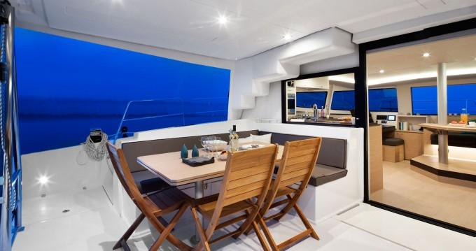 Boat rental Marsh Harbour cheap Bali 4.5 - 4 + 2 cab.