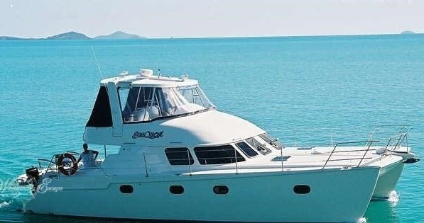 Hire Motorboat with or without skipper Conquest Airlie Beach