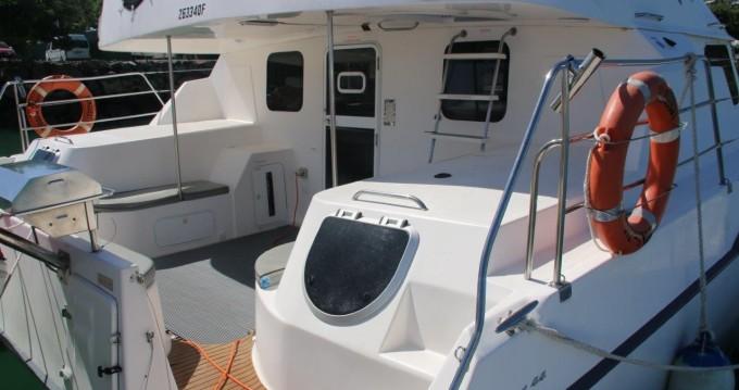 Boat rental Airlie Beach cheap Conquest 44