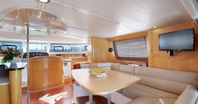 Boat rental Fountaine Pajot Cumberland 46 - 4 cab. in Airlie Beach on Samboat