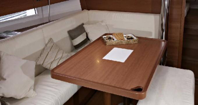 Rental yacht Saint-Mandrier-sur-Mer - Dufour Dufour 380 GL on SamBoat