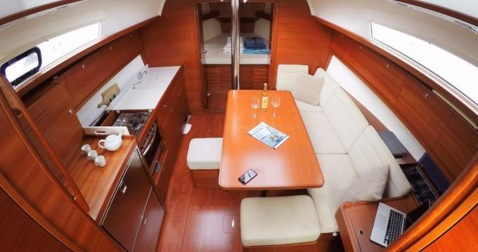 Rental Sailboat in Burlington - Dufour Dufour 382 Grand Large