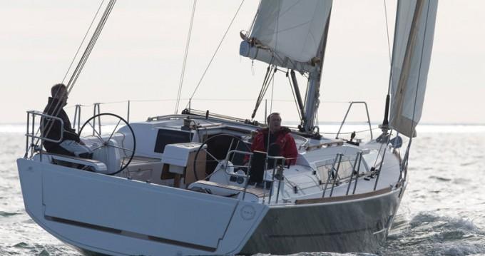 Boat rental Dufour Dufour 382 GL in Saint-Mandrier-sur-Mer on Samboat