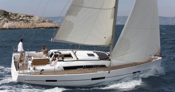 Boat rental Saint-Mandrier-sur-Mer cheap Dufour 410 GL