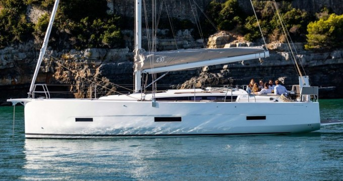 Rental Sailboat in Old Port of Marseille - Dufour Dufour 430 GL
