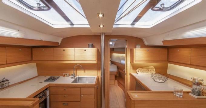 Rental yacht Scrub Island - Dufour Dufour 430 GL on SamBoat