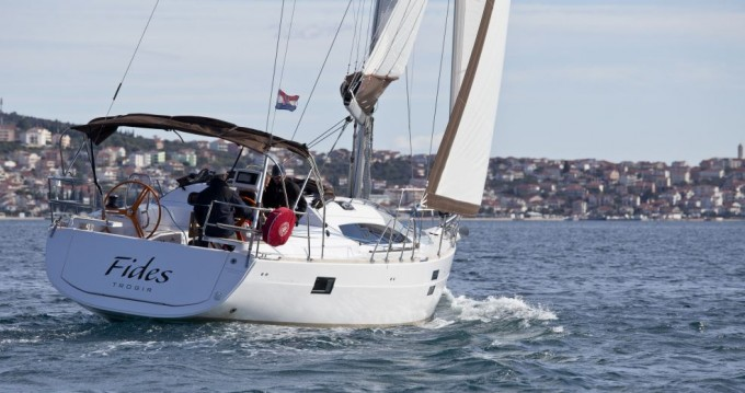 Hire Sailboat with or without skipper Elan Pomer