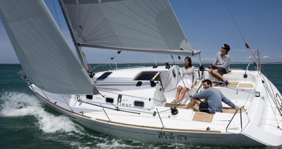 Rental yacht La Rochelle - Bénéteau First 31.7 on SamBoat