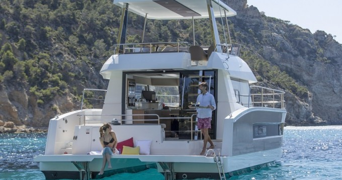 Rental Motorboat in Airlie Beach - Fountaine Pajot My 37