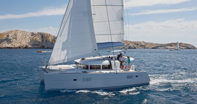 Boat rental Lagoon Lagoon 400 S2 in Olbia on Samboat
