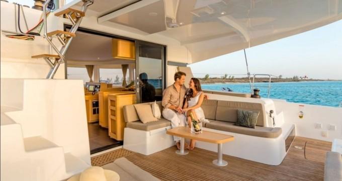Boat rental Nassau cheap Lagoon 42