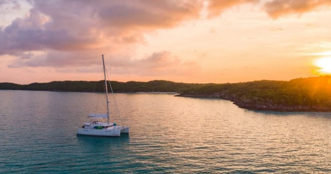 Boat rental Jamestown cheap Lagoon 450