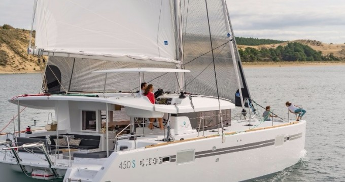 Lagoon Lagoon 450 Sport Top between personal and professional Alimos