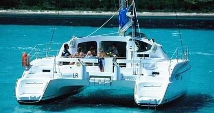 Rental yacht Port du Cratère - Fountaine Pajot Lavezzi 40 on SamBoat