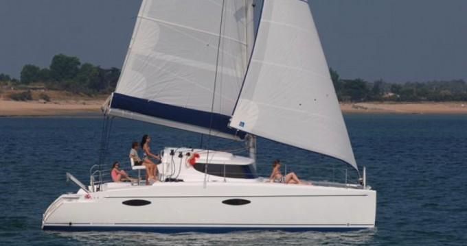 Boat rental Airlie Beach cheap Mahe 36 - 3 cab.